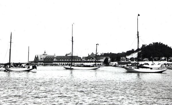 HISTORY-11-01-BoatingonLakeMac-MBYC-ws