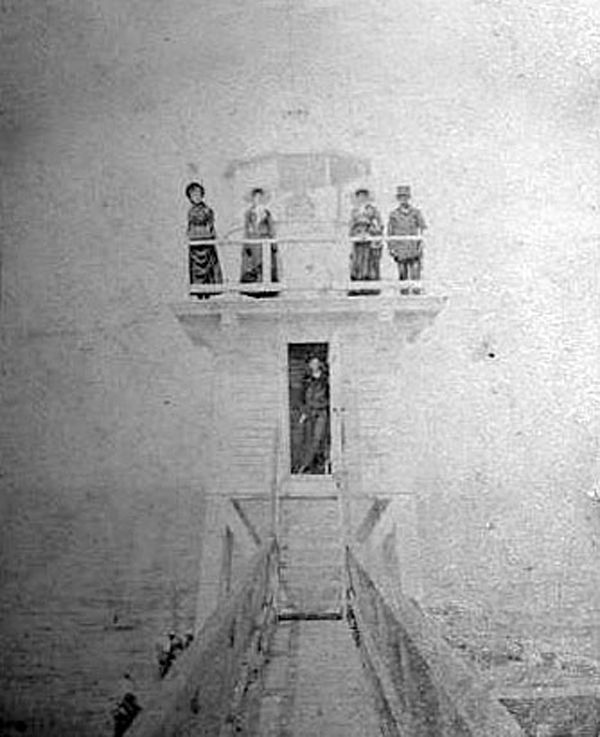 History-14-02-holland lighthouse single